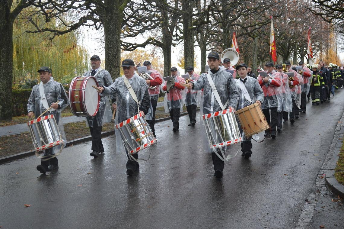 Défilé de la fanfare l'Union Musicale de la Sécurité Lausanne lors de la cérémonie du souvenir en 2017.