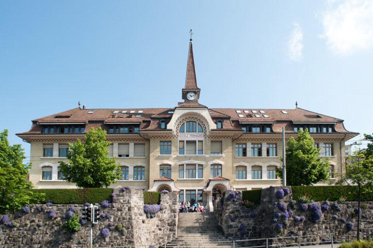 Le collège de Prélaz vu de l'Avenue de Morges.